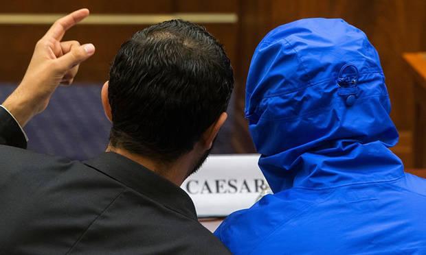 Caesar (menyamar dalam jaket biru berkudung) mendengarkan penerjemahnya sebelum dia berbicara di depan US House Committee on Foreign Affairs di Washington DC. Foto: Jonathan Ernst/Reuters