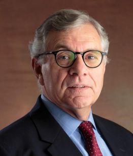 Terence Halliday adalah Profesor Riset di American Bar Foundation.